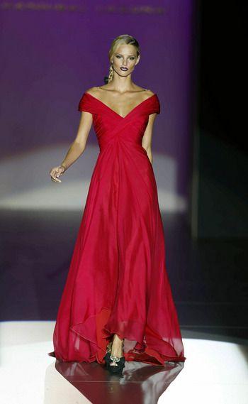 Hannibal Laguna Rojos, vestidos largo de clara inspiración helénica. Colección Primavera Verano 2013.