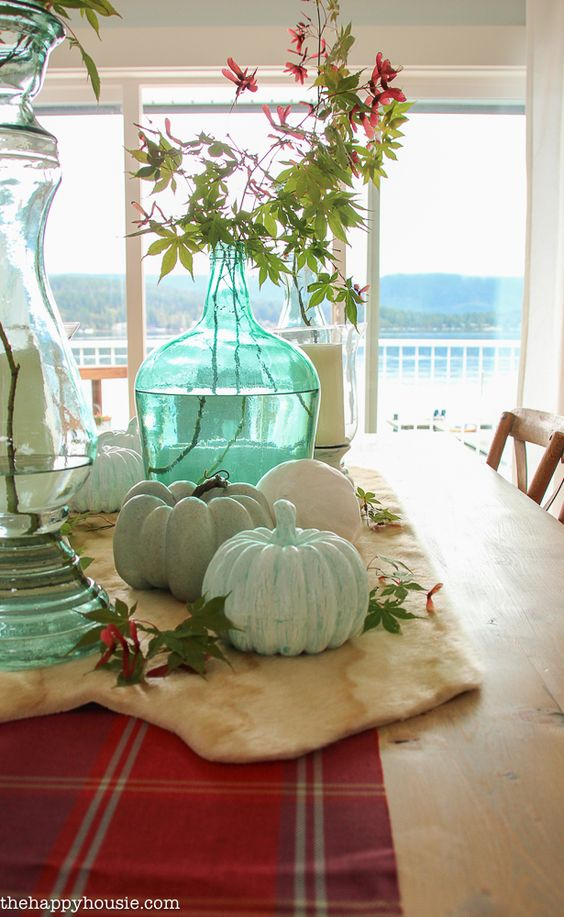 beautiful-light-bright-and-airy-fall-home-tour-lakehouse-home-tour-with-pops-of-coral-and-fall-plaids-at-the-happy-housie-17