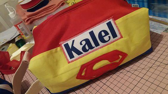 Necessárie temática Super Heróis e personalizada.