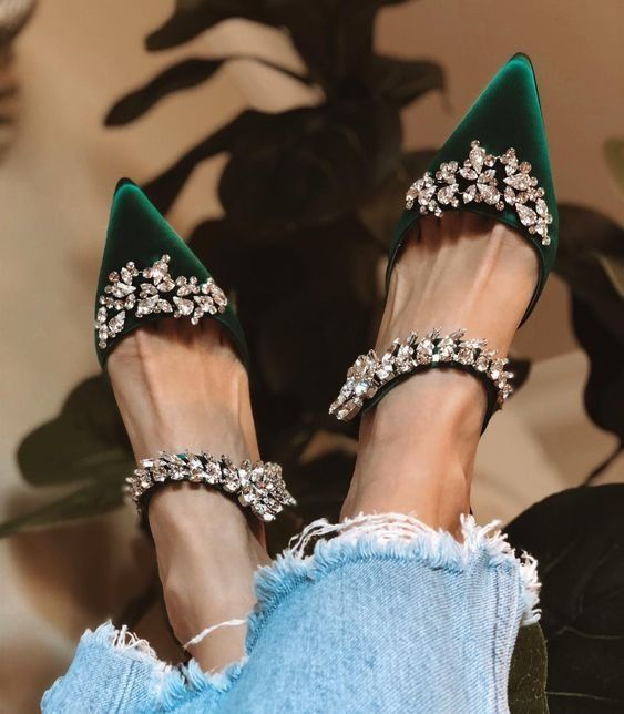 Shoes | Green shoes | Ripped jeans | Blue jeans | Jeans | Pumps | Green pumps | Glitter | Casual chic | Groene schoenen | Groene pumps | Spijkerbroek | Inspiration | More on Fashionchick
