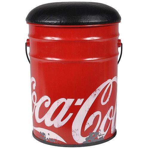 Banqueta da Coca-Cola em estilo vintage, feita com balde de ferro possui estofado forrado com couro sintético preto, um produto original.