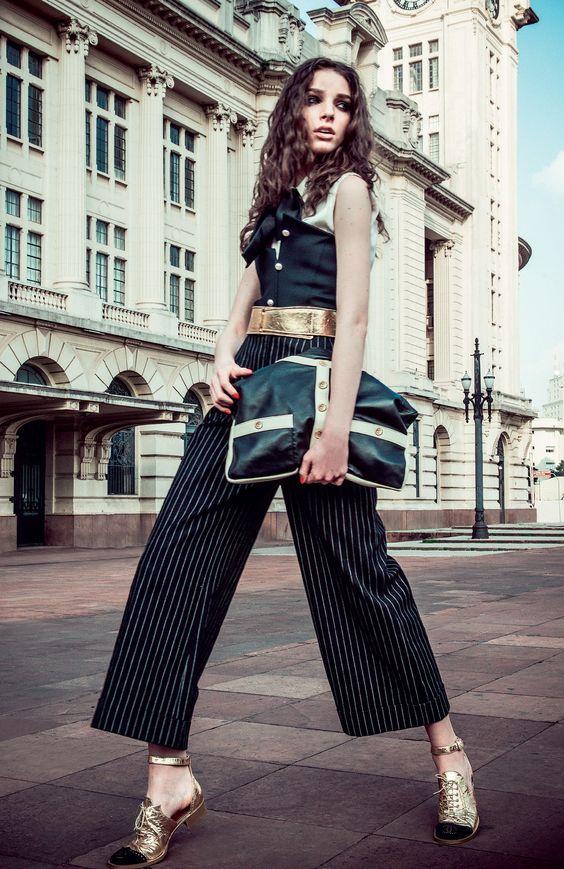 A Girl Chanel surge em dois tamanhos e em versões que vão do couro liso ao tweed, produzido pelo tradicional ateliê Lesage (Foto: Fred Othero, Getty Images, Imax Tree, Marcio Madeira e Divulgação)