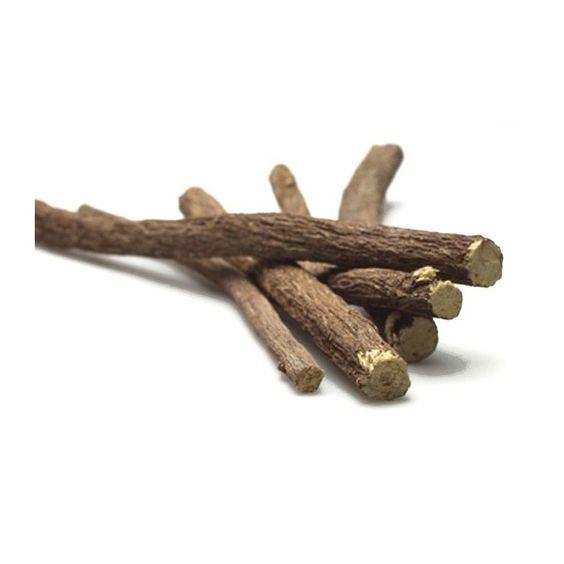 La Réglisse ou Réglisse glabre, du grec γλυκύρριζα est une plante vivace de la famille des Fabacées, aux racines aromatiques.