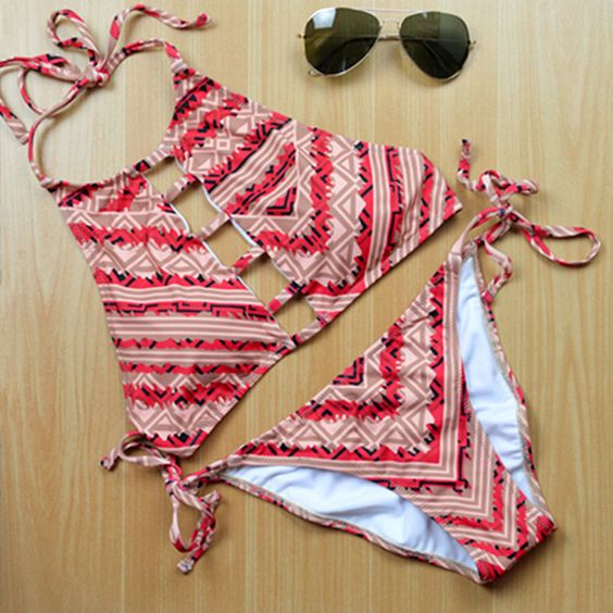 Barato 2016 nova moda Casual mulheres impressão Patchwork Vintage brasileiro Bikini Set Swimsuit Swimwear Beach Suit tamanho s,M, Compro Qualidade Biquinis Set diretamente de fornecedores da China:    2016 New Fashion Women Bikinis High Neck Push up Bikini Set Geometry Black Swimwear Slim Print Swimsuit Biquini Bathi