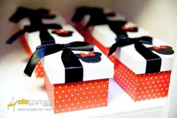 Mickey + Minnie Mouse themed birthday party via Kara's Party Ideas KarasPartyIdeas.com Party supplies, recipes, tutorials, favors, food, banners, and more! #DisneySide #MickeyMouse #MinnieMouse #mickeymouseparty #minniemouseparty #mickeymousepartysupplies #mickeymousepartyideas #partydesign #partyplanning (6)