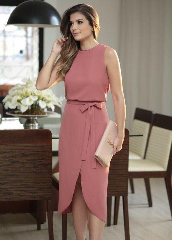 Vestido rosa com fenda
