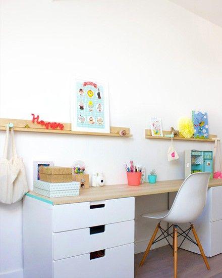 deux blocs à tiroir et une planche pour un bureau avec d'astucieux rangements