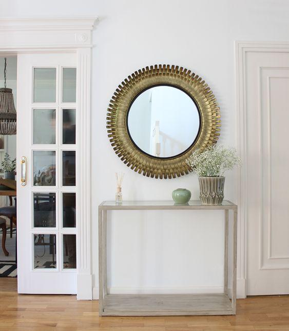 Recibidor con espejo circular. Kenay Home