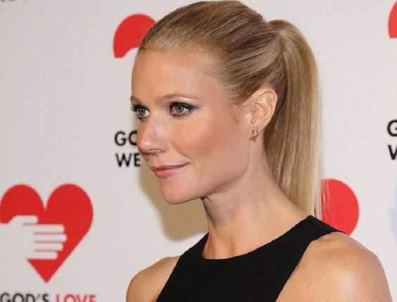 Adepta do menos é mais, a atriz Gwyneth Paltrow é uma dessas celebridades que está inclusa nessa lista. A make sempre em dia, glamourosa, mas ao mesmo tempo discreta e refinada. Para incrementar, o rabo-de-cavalo chic, que realça ainda mais seu perfi