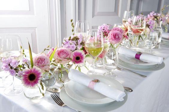 Tafeldecoratie bruiloft met bloemen bruidsboeketten for Tafeldecoratie bruiloft