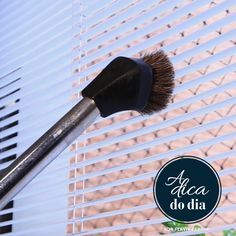Como limpar persiana em casa, com produtos caseiros - mais baratos e ecológicos - e sem complicação. Flávia Ferrari também mostra uma dica esperta que reduz o tempo de trabalho à metade.
