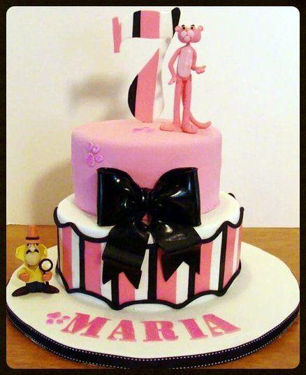 黒いリボンのついた、ピンクパンサーのケーキ