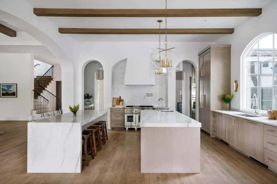 Texan Mediterranean home-kitchen