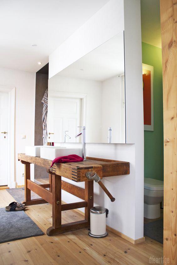 Dieartigeumbau Familie F Badezimmer Alte Werkbank Als Waschtisch Aufsatzwaschtische Holzboden Wc Nische Badezimmer Alte Werkbank Werkbank