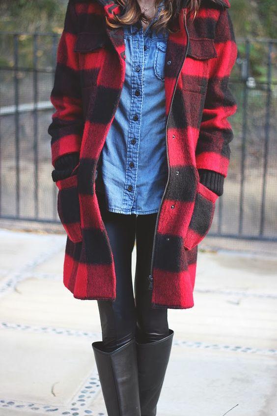 Leggings, schwarze Overknees, Jeanshemd, rot schwarzer karo schal, lederjacke