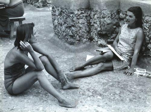 Lee Radziwill and Jackie Kennedy, Almafi Coast, 1962  Photo by Benno Graziani