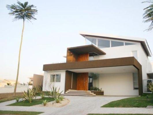 Casa bege e marrom