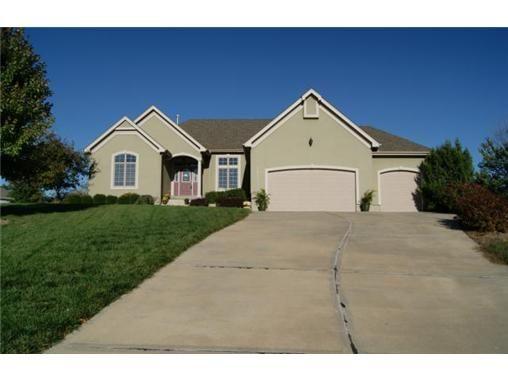 15108 Lake Side Drive, Basehor, KS 66007 (MLS # 1855701) | Distinguished Properties