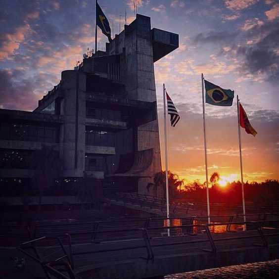 Final de tarde vista da Prefeitura Municipal...