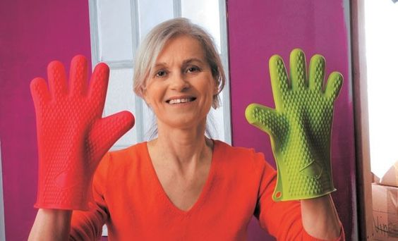 bricoler avec des gants en silicone