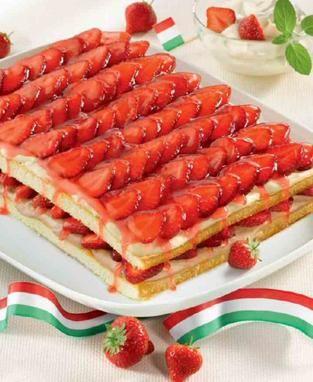 Ein cremiges Dessert mit Erdbeeren für den Sommer