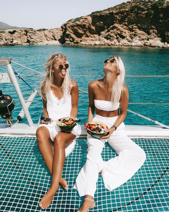all white outfits. tan. summer spring 2018. boat style. traveling outfit inspiration