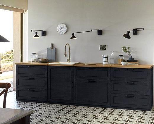 Une jolie cuisine noire d co composer google blog et d co for Meuble noir et bois