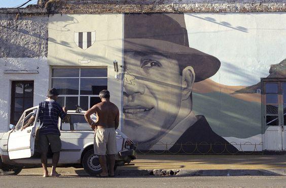 San Gregorio de Polanco. Uno de los murales, pintados en las paredes de sus casas.