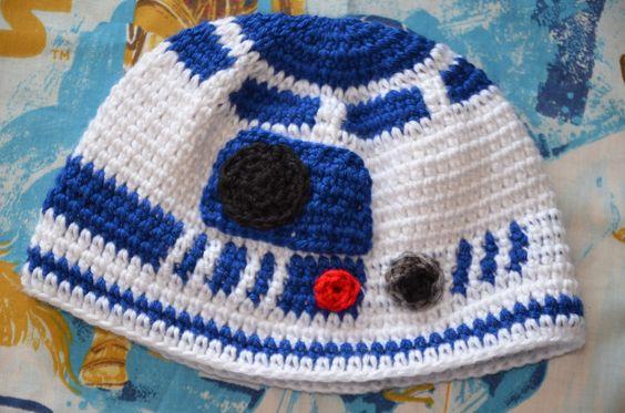 Crochet R2-D2 beanie. WANT.