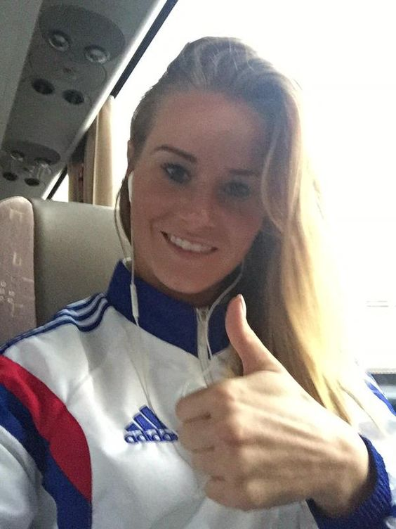 amandine-henry-photo-topzshare.jpg (600×800) 3. Amandine Chantal Henry : Salary $70,000amandine henry photo topzshare  Amandine Chantal Henry born September 28, 1989 is a French football player who currently plays for French club Olympique Lyon in the Division 1 Féminine. She plays as a defensive midfielder. Amandine Henry as France midfielder scores a sensational strike from 30 yards out against Mexico in their final Group F match at the 2015 FIFA Women's World Cup.