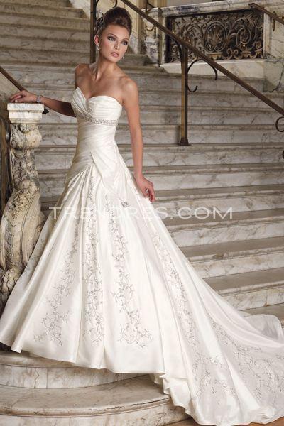 style. dress by sophia tolli