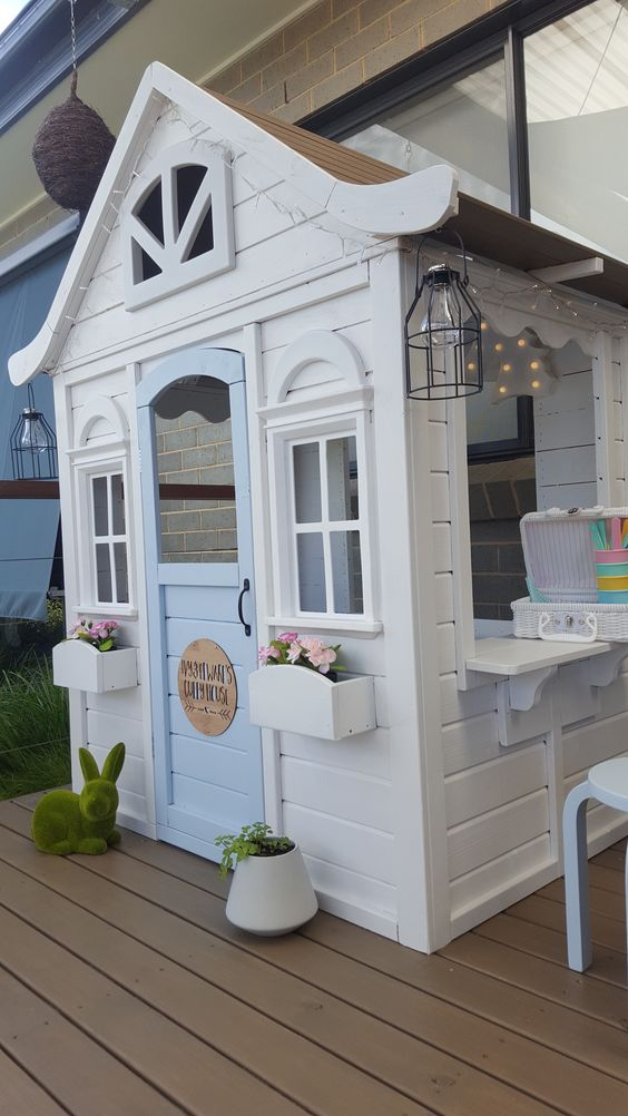 Best Mom Ever Creates World\'s Cutest Playhouse For Her Daughter