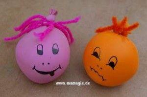 Knetbälle: Bälle aus Luftballon mit Sand gefüllt / Balls made from balloons filled with sand