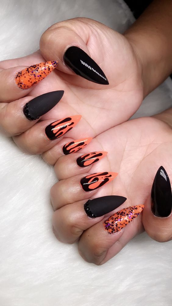 There Are 65 Newest And Creative Halloween Nail Art Designs 2018 Hope They Can Inspire You And Read The Ar Halloween Nail Art Holloween Nails Nail Art Designs