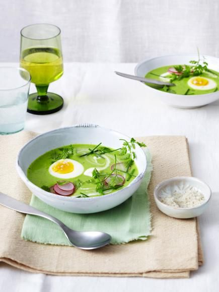 Rezept: 7-Kräuter-Suppe mit Ei