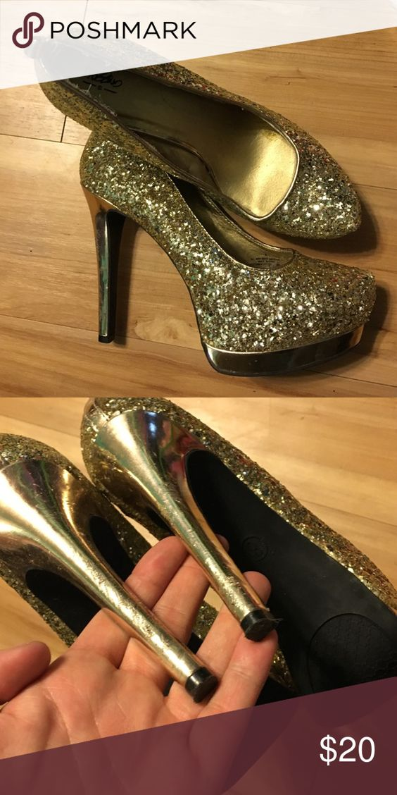 Gold sequin pumps MOSSIMO gold sequiun pumps. Like new, only small scuffs on the heels. (Not noticeable when on!) comes with optional ankle straps Shoes Heels
