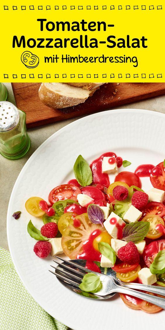 Bunt, besonders und Low Carb. Der schöne Tomaten-Mozzarella-Salat schmeckt vor allem mit einem intensiven Himbeerdressing fruchtig leicht. Guten Appetit!