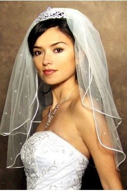 Inspiration for your wedding , the veil tiara combo. Learn tips for wearing a tiara