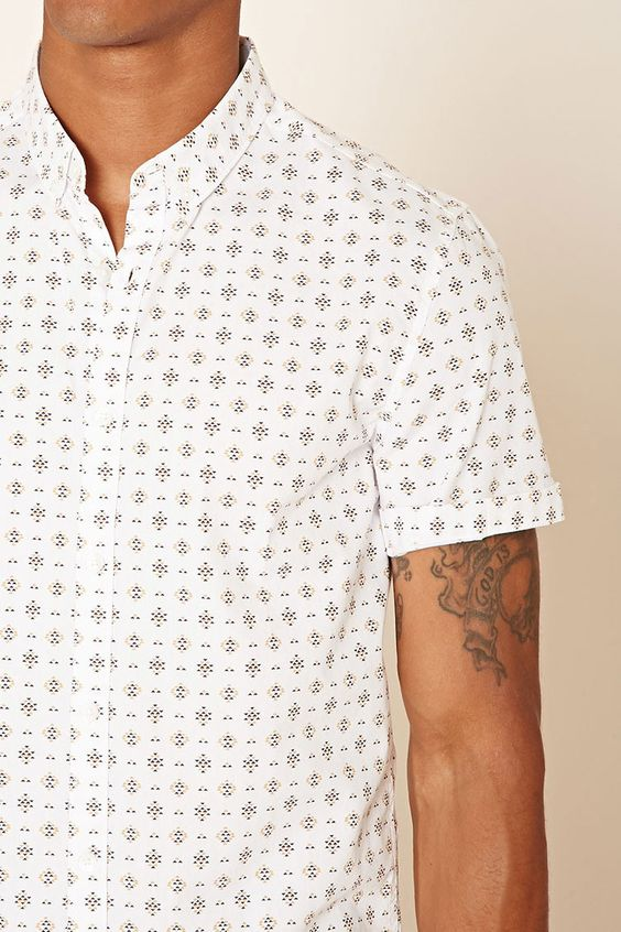 This woven slim-fit shirt features a basic collar, a buttoned front, short sleeves, and an allover geo print.