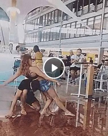 Que brincadeira perigosa esse casal está fazendo em público