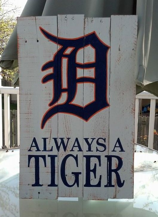 https://www.facebook.com/MoreThanWordsSigns pallet sign / Detroit Tigers / rustic sign / pallets
