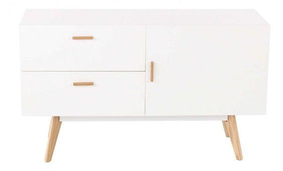 Meuble bas design Pixy sur Jardindeco. Un revêtement blanc met en valeur ce petit meuble de rangement rehaussé par 4 pieds en bois assortis aux poignées.