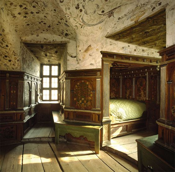 Gripsholm palace in stockholm renaissance period for Castle bedroom ideas
