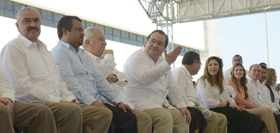 En el marco del Primer Foro Nacional del Petróleo 2015, el director del Instituto Veracruzano de Bioenergéticos (Inverbio), Osiel Castro de la Rosa, destacó el reconocimiento que hizo el secretario de Energía, Pedro Joaquín Coldwell, al potencial que posee la entidad en materia energética.