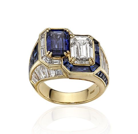 William Noble, 18 KARAT YELLOW GOLD, SAPPHIRE AND DIAMOND RING