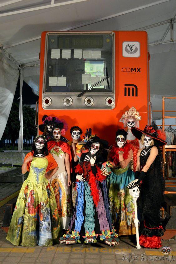La Catrina Viaja en Metro. Make up. Día de muertos. day of the death. Subway.