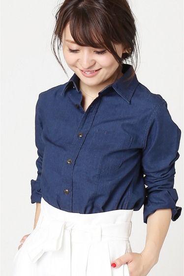 KURO Cambru シャツ  KURO Cambru シャツ 21600 オールシーズン通して使えるデニムシャツこそこだわっていたいアイテム きれいに女性らしくシルエットのデザインはカジュアルすぎないスタイリングが出来ます レーススカートやマキシスカートで合わせても KUROクロ 2010年春夏よりスタートしたデニムブランドブランドネームであるKUROは日本語の黒を意味し縫製や染色加工などデニム作りにおいて最高峰と謳われる日本のクラフトマンシップにおいてスタイリッシュかつ徹底的にこだわり抜れた国内産のデニムを展開しています インディゴ染めの素材は色落ち色移りに気をつけてください 着用スタッフ身長154cm 着用サイズ36