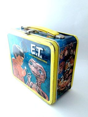 They still sell ET lunchboxes? I want it, I want it! http://thestir.cafemom.com/big_kid/160973/8_old_school_lunch_boxes/109962/e_t?slideid=109962?utm_medium=sm&utm_source=pinterest&utm_content=thestir