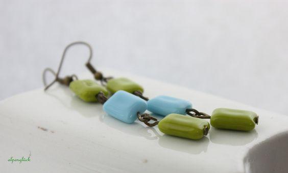 Alpenbarock      ♥ Ohrhänger in hellblau und salatgrün ♥    ♥ zusammen mit bronze Material ein toller Mix    ♥ Tschechische Glasperlen    ♥ Für dich