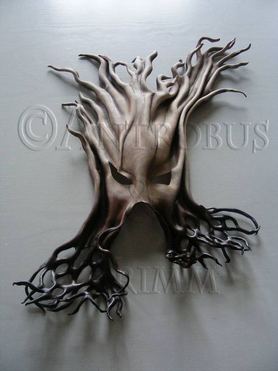 Such a cool mask! I wonder what kind of costume you wuld wear it with! I am thinking a Midsummer Night's Dream..